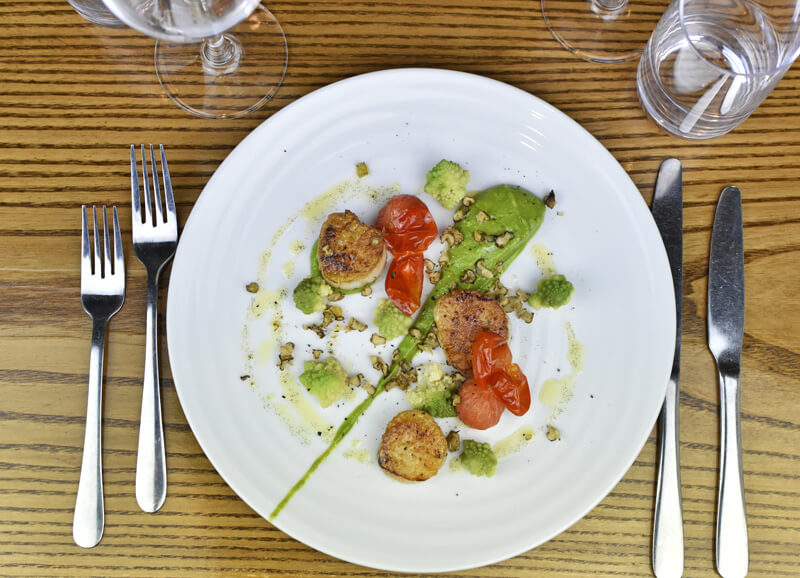 white-hart-gen-gallery-img-2l-scallops-up
